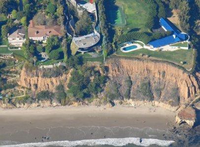 2126 Gaudi Beach