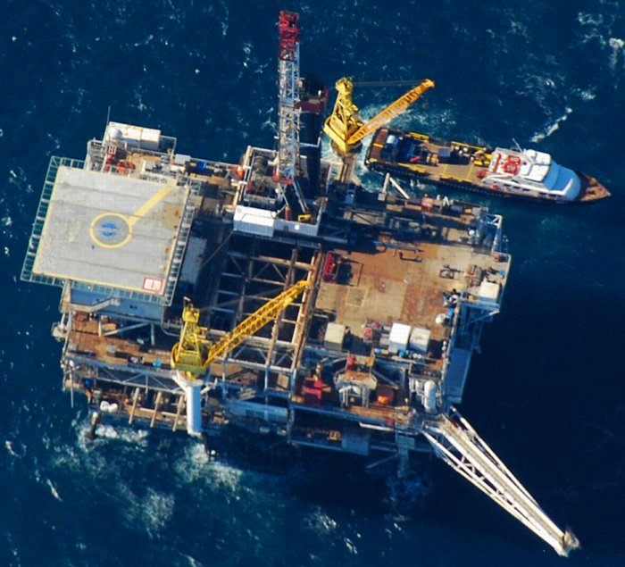 2643 Offshore Oil Platform