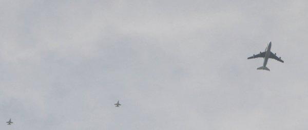 0936 3 Jets, 1 Spaceship