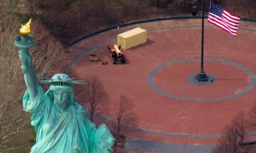 2826 Stalwart Statue