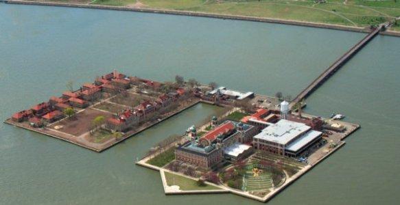 2832 Ellis Island