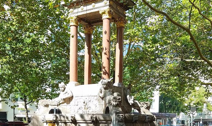 113911 War Memorial