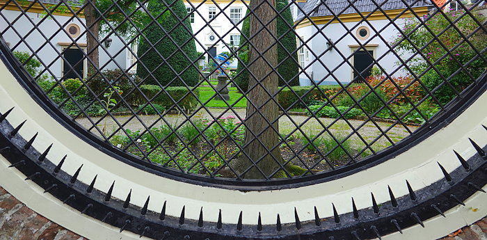 6108 Widow's Garden